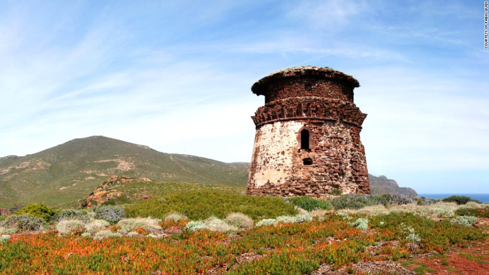 The Zenobito Tower on Capraia overlooks Ceppo Bay, one of the island's best bathing spots.