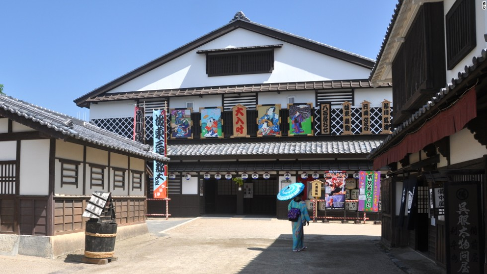 Free shows are held throughout the day in Toei Kyoto Studio Park's Nakamuraza Theater.