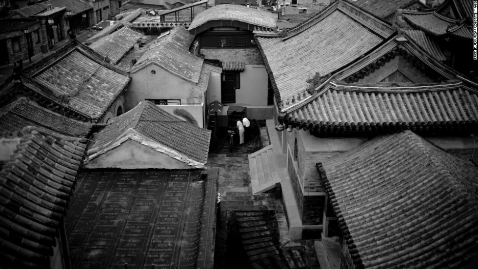 More traditional Chinese scenes are hidden in alleyways. Those worn footpaths into lanes and hutongs are public spaces, which hold some of the most captivating views in China's big cities.