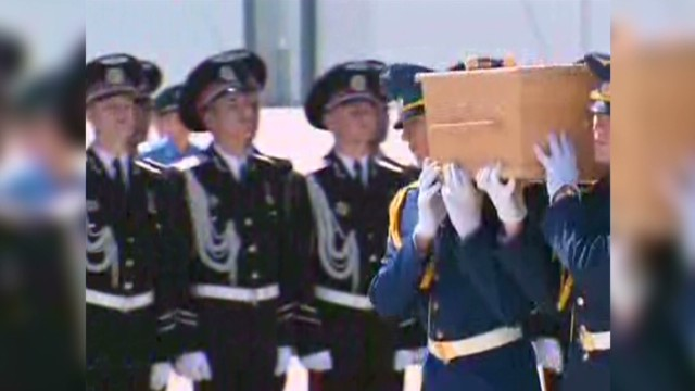 cnnee mh17 coffins at airport_00000206.jpg