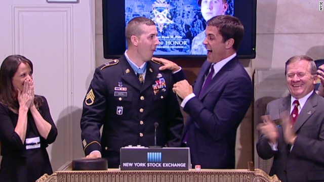 vonat medal of honor recipient breaks nyse gavel_00003430.jpg