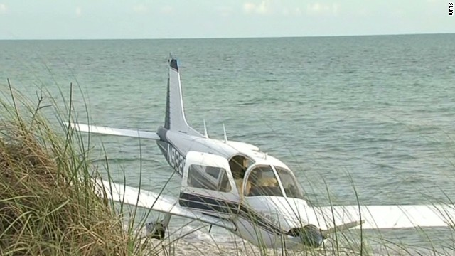 Plane strikes, kills man on beach