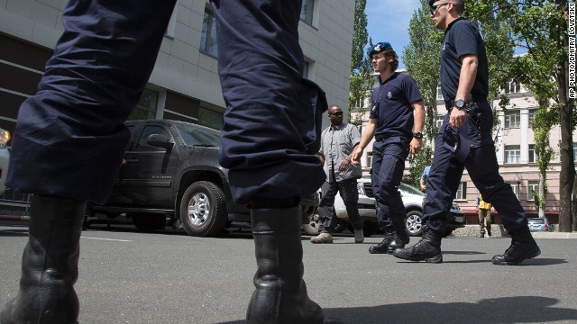 Dutch policemen walk to a hotel in as they return to Donetsk from Shakhtarsk, eastern Ukraine on July 28, 2014.