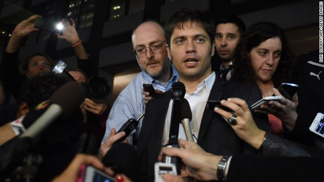 Argentine Economy Minister Axel Kicillof makes a statement to the media outside the offices of mediator Daniel Pollack July 29, 2014 in New York. AFP PHOTO/Don Emmert (Photo credit should read DON EMMERT/AFP/Getty Images)