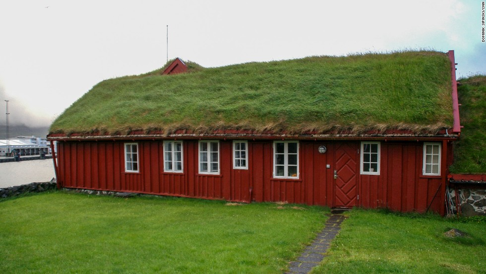 Edges of the grass roofs are formed from a vertical stave or a log hooked to the roof. Additional sealing can be made using birch bark. Grass is laid in prepared, cut pieces and keeps growing once on the roof.
