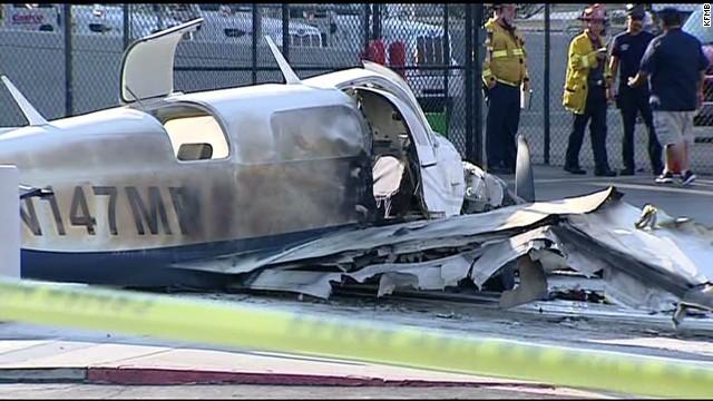es sot plane crashes in parking lot_00005623.jpg