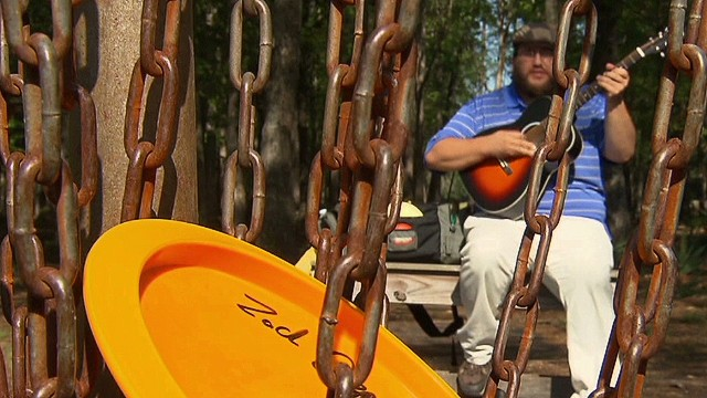 Savannah musician shows off disc golf