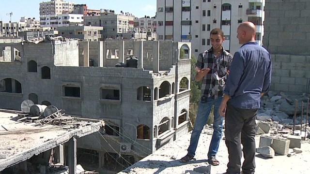 pkg penhaul gaza bombed but praying_00014813.jpg