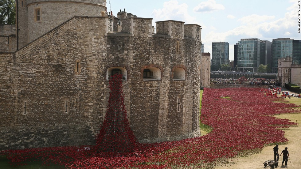 "The ceramic poppies are <a href=""http://poppies.hrp.org.uk/"" target=""_blank"">on sale for collection </a>when the installation comes to an end in November. Each flower will retail for £25 ($42)."