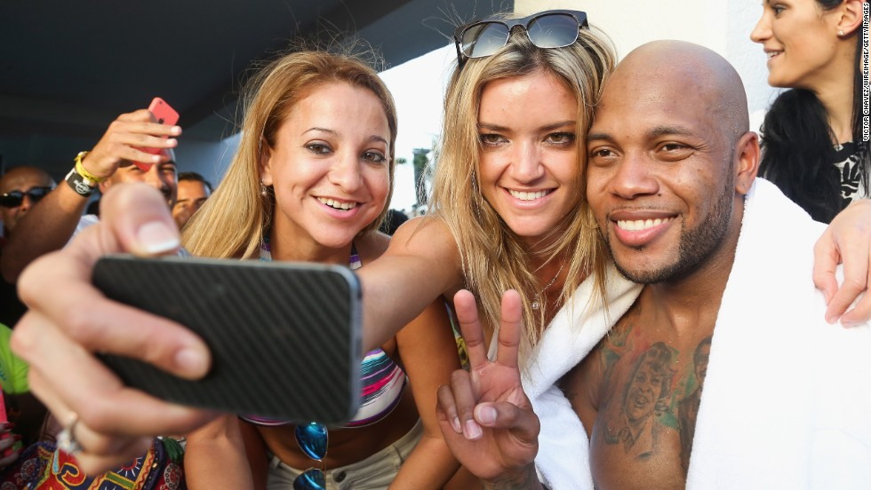 Rapper Flo Rida poses with fans at the MTV World Stage event Thursday, July 31, in Cancun, Mexico.