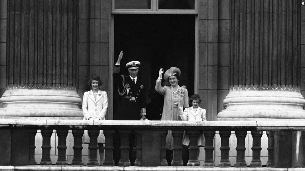 From left, Princess Elizabeth, King George VI, Queen Elizabeth and Princess Margaret wave to the crowd from the Royal Balcony of Buckingham Palace on June 22, 1939.