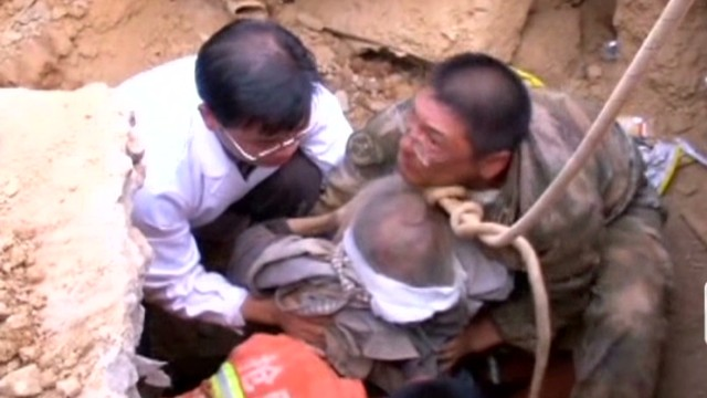 Dramatic earthquake rescue caught on cam