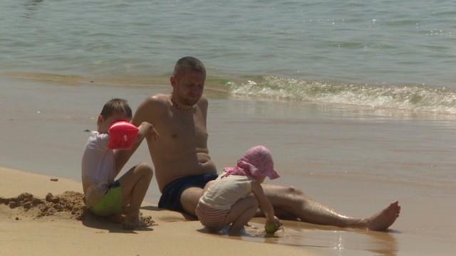 hm sunburn dangers_00001503.jpg