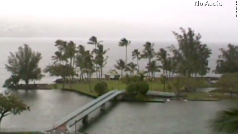 Time lapse shows storm hit Hawaii