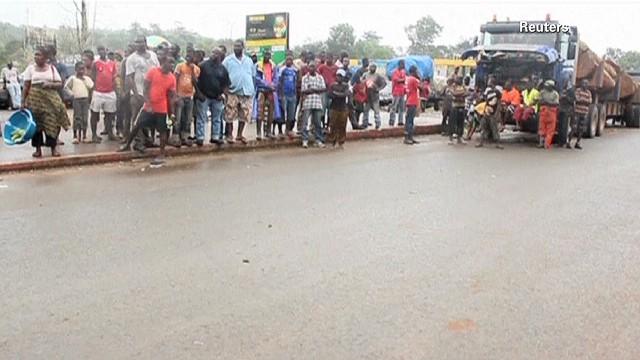 pkg clancy ebola africa fight_00001907.jpg