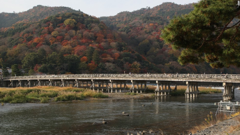 Arashiyama's main icon is the Togetsukyo Bridge (Moon Crossing Bridge), which flows over the Hozu River. Dating back to Japan's Heian Period (794-1185) it was reconstructed in the 1930s.