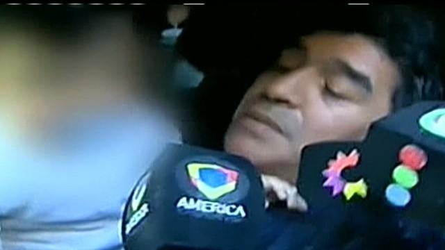 cnnee cafe maradona slaps journo_00013919.jpg
