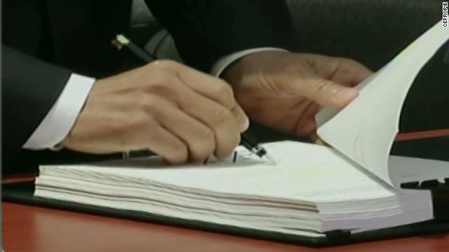 cnnee brk epn mexican reform bill signed_00001130.jpg