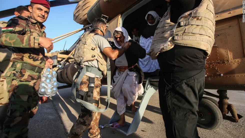 Yazidi people arrive safely to the Kurdish territory.