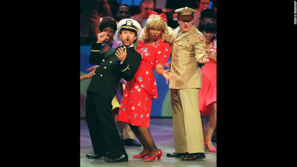 "Comedians and co-hosts, from left, Billy Crystal, Whoopi Goldberg and Williams sing and dance the 1940s-era opening number to ""Comic Relief VII"" on November 11, 1995, in Los Angeles."