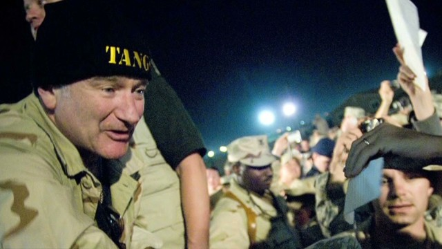 lead dnt tapper robin williams entertain troops _00003617.jpg