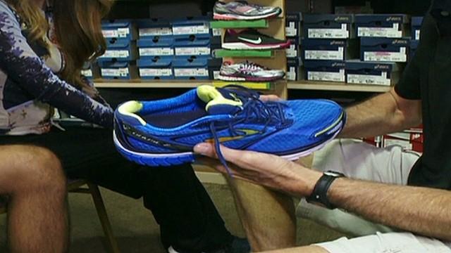 cnnee azaret perez workout shoes_00004911.jpg