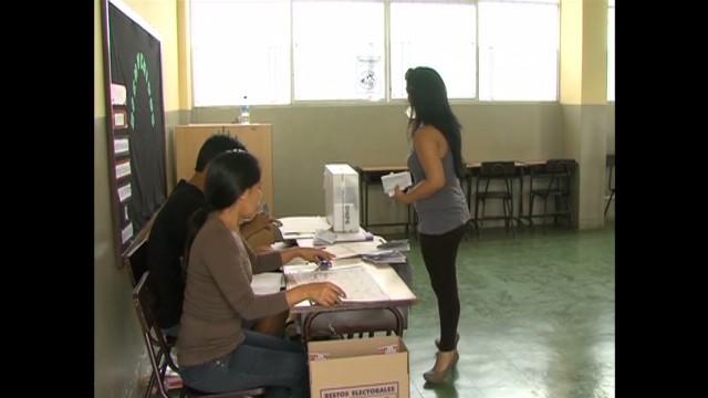 cnnee pkg belaunde vote peru_00005616.jpg