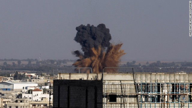 Smoke billowS following an Israeli air strike in Rafah in the southern of Gaza Strip, on August 19, 2014.