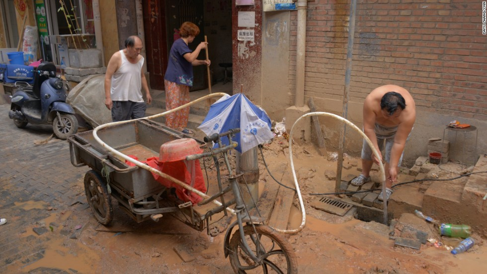 The Shuimo Community in Beijing's Haidian District has grown too fast and freshwater supplies can't keep up with the expansion.