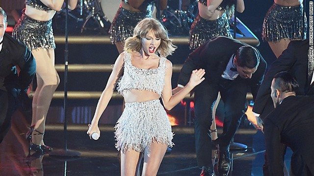 Concha: Taylor Swift is Peyton Manning