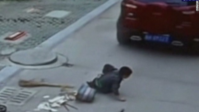 vo china boy survives being hit by car_00001316.jpg