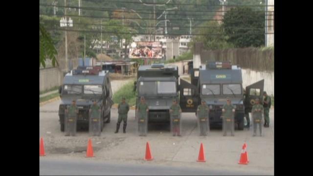 cnnee pkg venezuela prisons jail _00022824.jpg