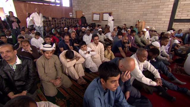 pkg mclaugh uk british muslims_00004107.jpg