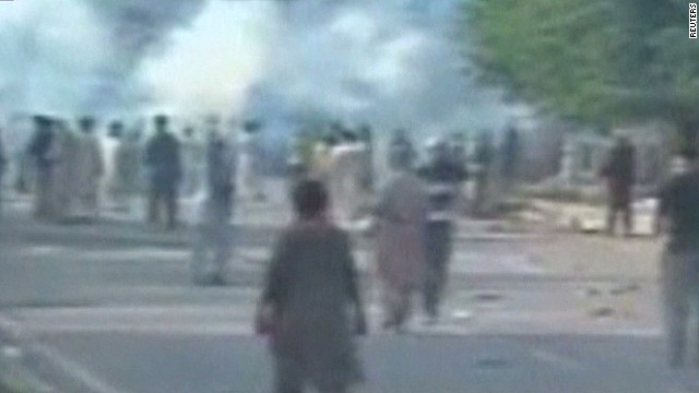 Police, protesters battle in Pakistan