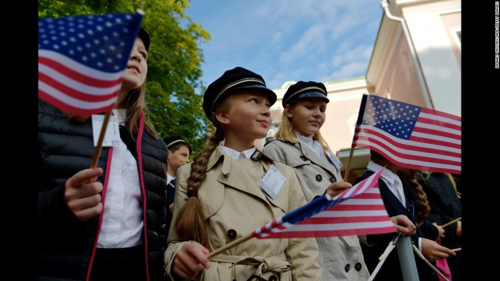 Estonian children waving American flags await Obama's arrival at Kadriorg Palace on September 3.