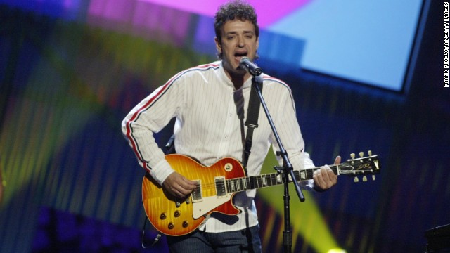 MIAMI - OCTOBER 23: Gustavo Cerati performs onstage at the MTV Video Music Awards Latin America 2003 at the Jackie Gleason Theater on October 23, 2003 in Miami, Florida. (Photo by Frank Micelotta/Getty Images)