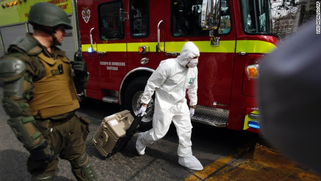 A police forensic expert arrives to the blast site at a subway station in Santiago, Chile, Monday, Sept. 8, 2014. A bomb exploded in the Chilean subway station injuring at least seven people, the most damaging in a string of bombs planted around the country's capital this year. (AP Photo/)