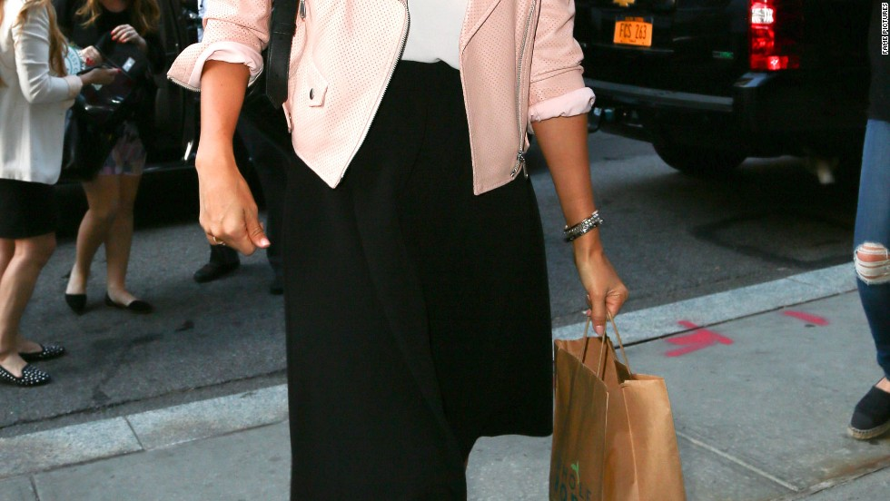 Jessica Alba is pretty in pink at the airport on September 10.