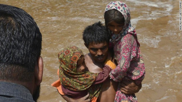 Flooding in Kashmir region kills hundreds
