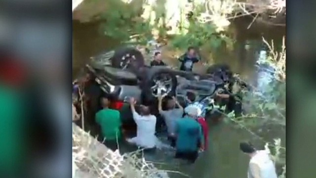 nd teens saved in dramatic rescue_00001801.jpg
