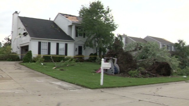 pkg mi tornado hits neighborhood_00004225.jpg
