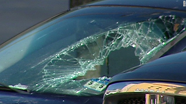 mxp woman smashes window to save baby_00002102.jpg