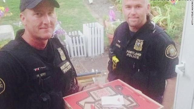 dnt police deliver pizza_00001720.jpg