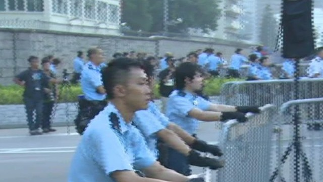 cnni nr watson protesters block road to hong kong government offices_00033006.jpg