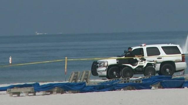 pkg treasure hunters find grenade on beach_00001527.jpg