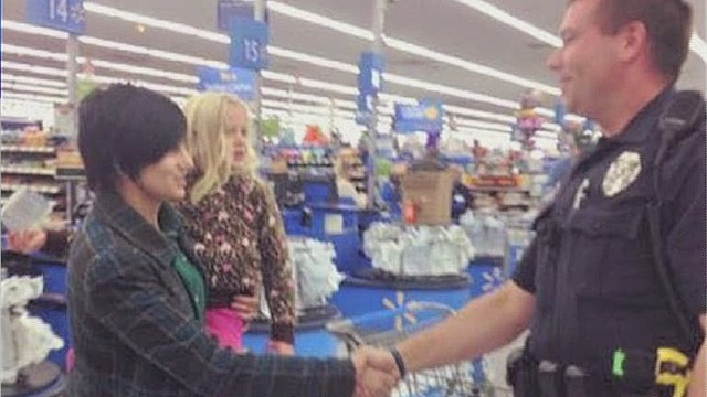dnt wxmi cop buys mom car seat_00012907.jpg