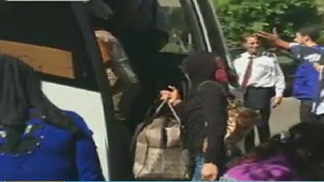 cnnee rebaza syrian families in arg going to uruguay_00011807.jpg