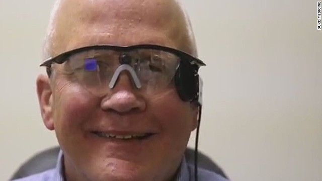pkg blind man sees for first time in 33 years_00010912.jpg