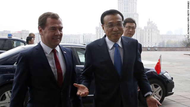 Russia's Prime Minister Dmitry Medvedev (R) welcomes China's Prime Minister Li Keqiang before a meeting in Moscow, on October 13, 2014. AFP PHOTO/RIA-NOVOSTI/POOL/DMITRY ASTAKHOV (Photo credit should read DMITRY ASTAKHOV/AFP/Getty Images)