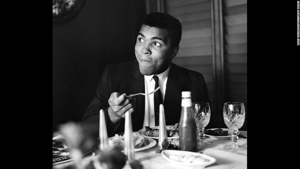 Ali eats at a restaurant in 1965.